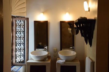 Salle de bain du riad Azahra à Rabat